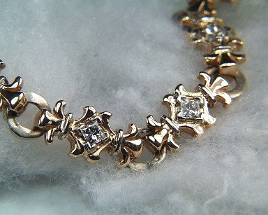 Fleur-de-lis Bracelet in 2 tone gold with diamonds