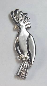 14kt white gold cockatoo pin with sapphire