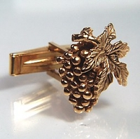Grapes and grape leaf cuff link